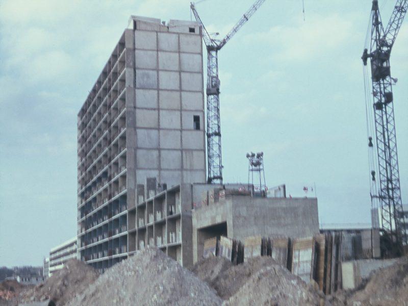 Hochhaus über dem Durchgang an der Hallorenstraße - 1971