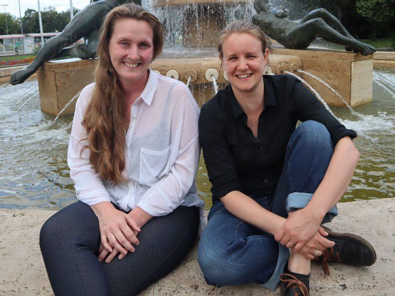 Maria Subklew (Projektkoordination Mehrgenerationenhaus Pusteblume) und Johanna Ludwig (v. l.)